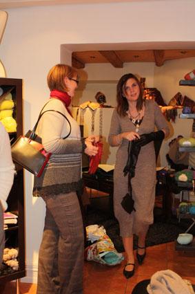 Linn og Marie venter på at visningen skal begynne