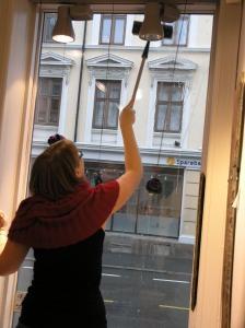 Marie vasket vinduene innvendig