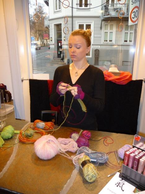 Stella strikker strikkeprøver til strikkekroken