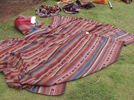 Et vevd sengeteppe fra Cinchero