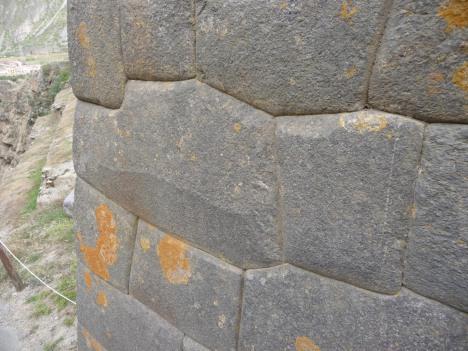 De gamle inkamurene er nøyaktig skåret ut for at de skal være stabile for eksempel under jordskjelv.