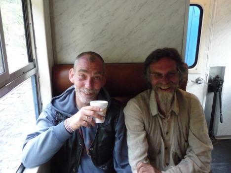 Robert og Per på toget fra Ollantaytamba til Aguas Calientes en tidlig morgen
